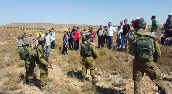 الاحتلال يمنع المزارعين من الوصول إلى أراضيهم