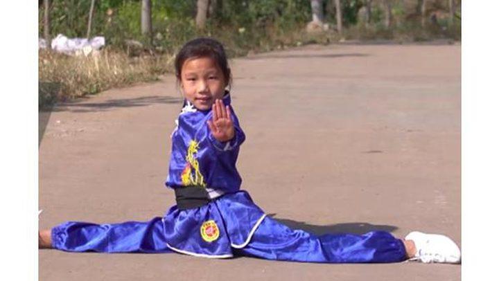 فتاة الكونغ فو تشعل مواقع التواصل بمهاراتها