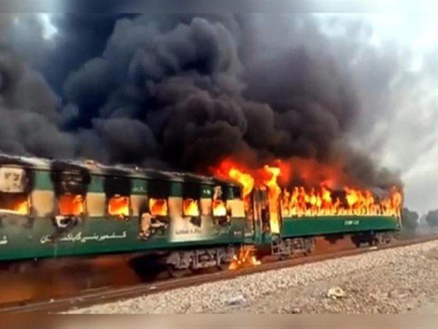 قتلى بحريق قطار ركاب في باكستان