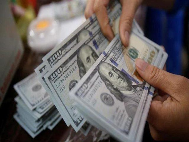 الدولار يهبط بعد تحرك مجلس الاحتياطي