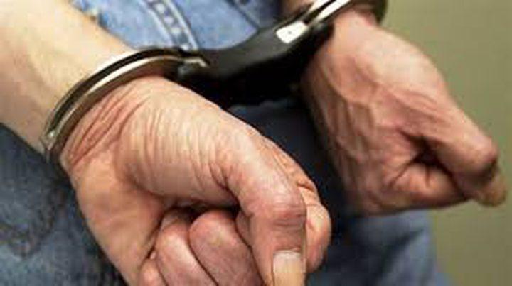 ضبط أسلحة ومخدرات واعتقالات في الداخل المحتل