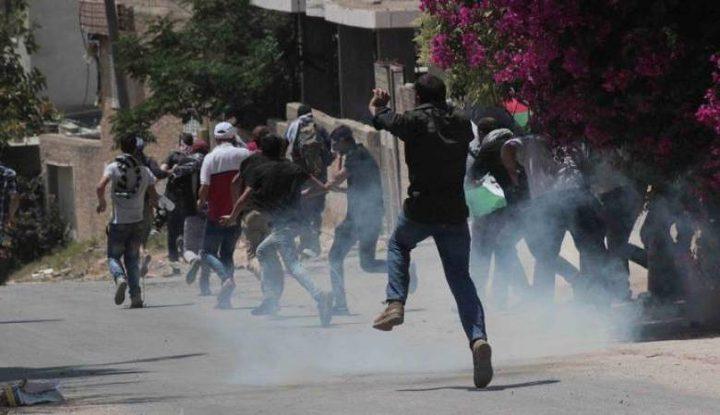 عشرات حالات الاختناق بقمع الاحتلال لمسيرة كفر قدوم
