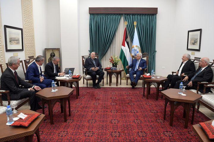 رئيس لجنة الانتخابات المركزية يُطلع الرئيس على نتائج زيارته لغزة