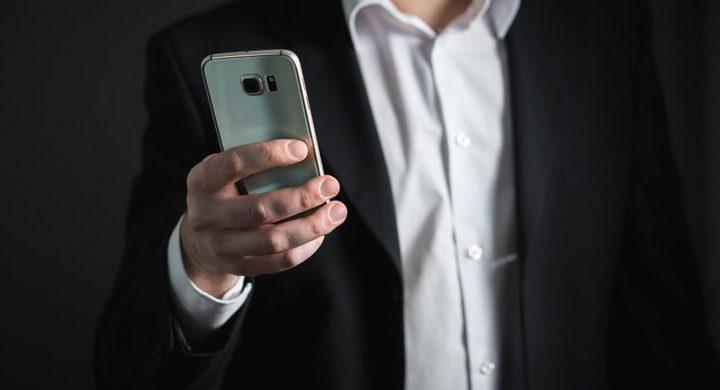 ساحر يخترق هاتف إعلامي مصري