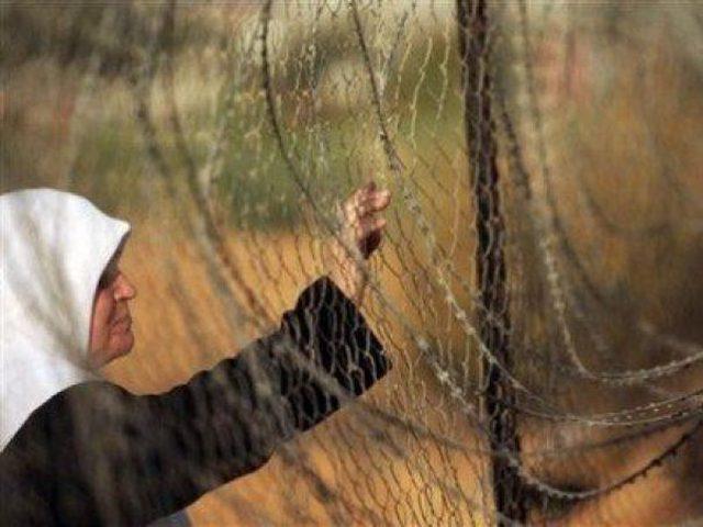 الاحتلال يعتقل والدة الأسير وسام حنون