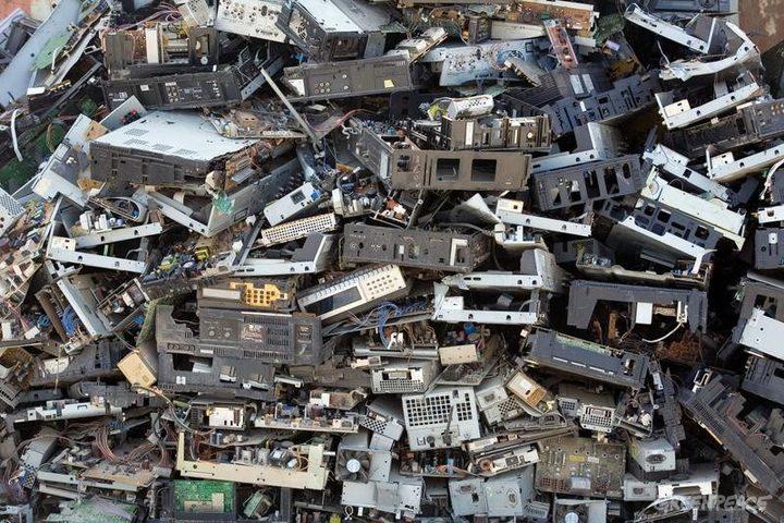 الخليل: وضع حجر الأساس لمركز معالجة النفايات الالكترونية