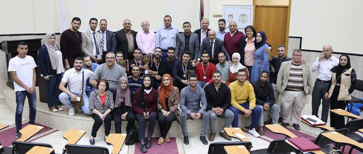 النجاح تنظم بطولة المناظرة الشعرية بين الجامعات