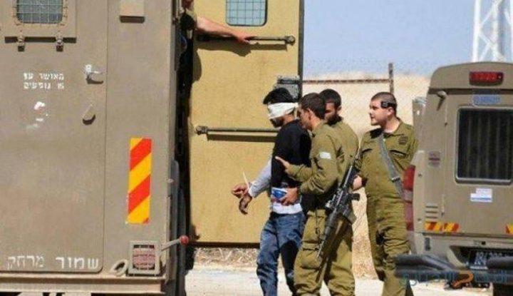 الخليل: الاحتلال يعتقل مواطنا من بيت أمر