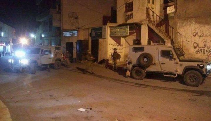 الاحتلال يقتحم الخليل وحلحول ويداهم عدة منازل