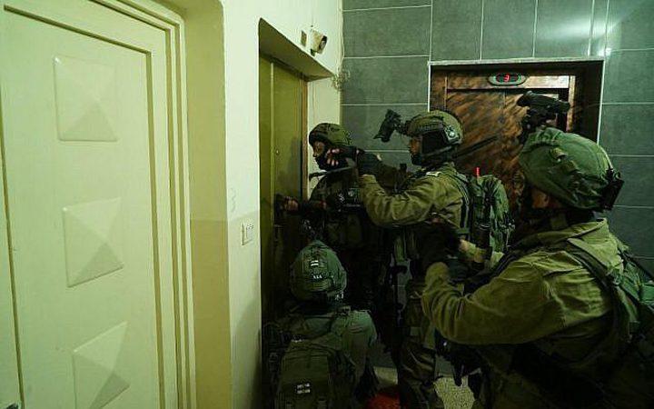 الاحتلال يعتقل شقيقين من مخيم الجلزون