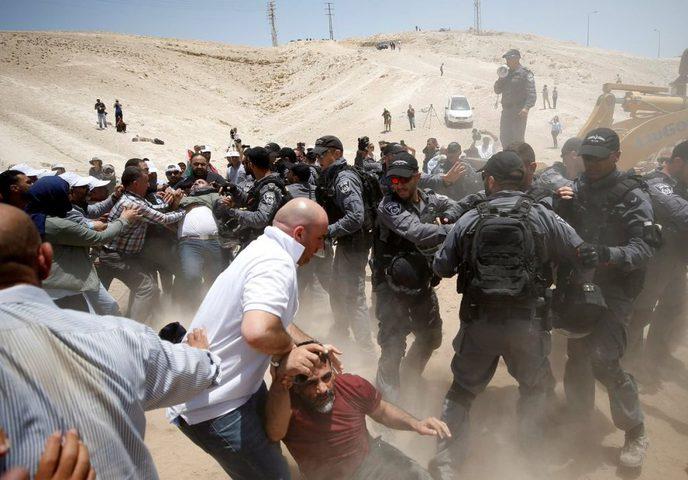 الاحتلال يخطط لتهجير 300 مواطنوهدم 25 منزلا في قلنسوة المحتلة