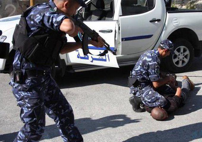 نابلس: الشرطة تلقي القبض على مشتبه به بعدة سرقات