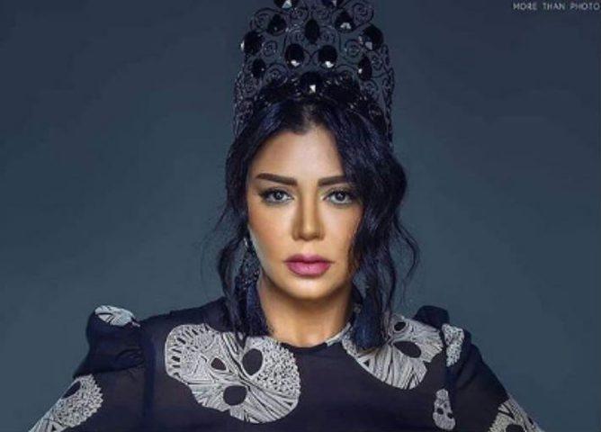 رانيا يوسف ترتدي الحجاب