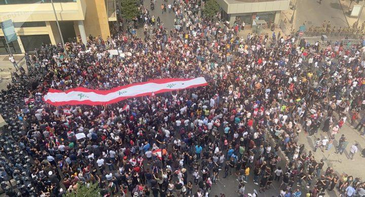 استمرار الاحتجاجات وقطع الطرقات في لبنان