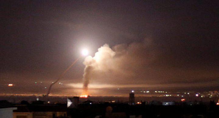 الجيش السوري يتصدى لهدف معاد غرب دمشق