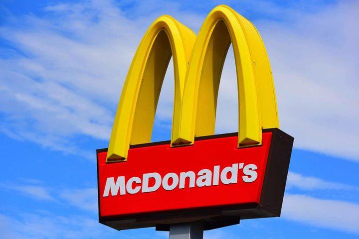 """بريطانية تعثر على """"قدم دجاجة"""" في وجبة من مكدونالدز !"""