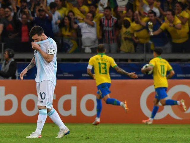 منتخب البرازيل يستعد لملاقاة الأرجنتين في مباراة السوبر كلاسيكو