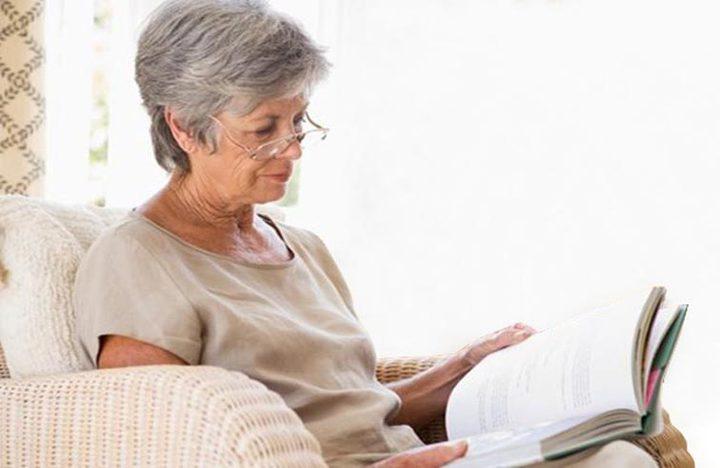دراسة: العجز عن القراءة والكتابة يزيد فرص الإصابة بالخرف !