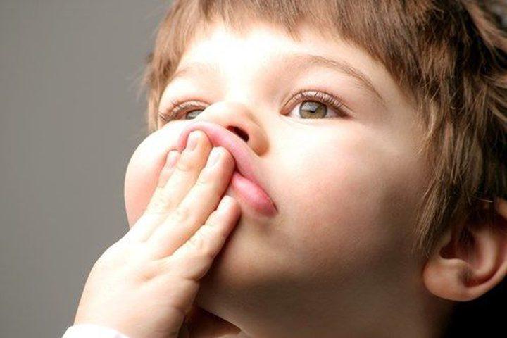 دراسة: تأخر الأطفال عن الكلام يعرضهم لنوبات شديدة من الغضب