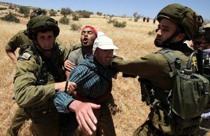 الاحتلال يقمع مسيرة احتجاجية على مصادرة أراض غرب الخليل