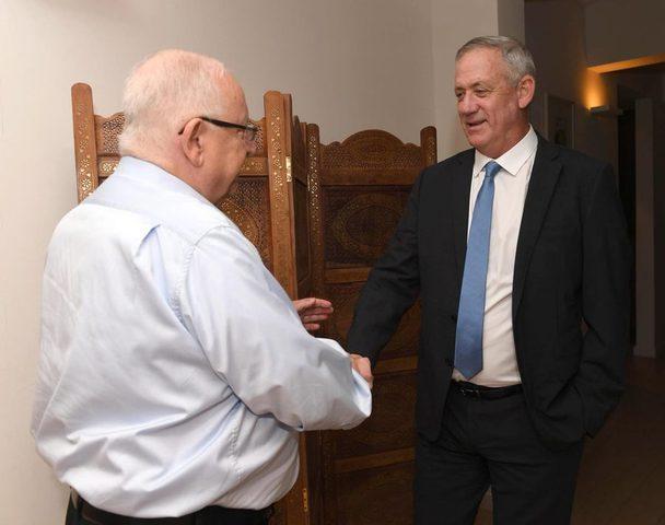 غانتس يجتمع مع ريفلين ولابيد يصف نتنياهو بالمنافق
