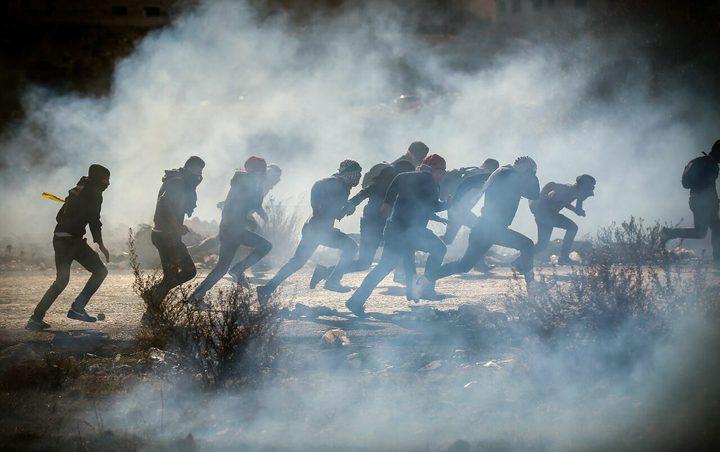 عشرات الإصابات بالاختناق في مواجهات مع الاحتلال بالبيرة