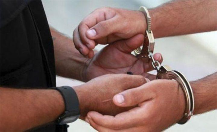 القبض على مطلوب صادر بحقه عدد من المذكرات القضائية