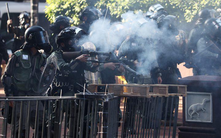 سلطات هونغ كونغ تهدد باستخدام الرصاص