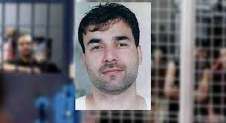 الاحتلال يعتقل زوجة الأسير رمضان مشاهرة وشقيقه خلال زيارته