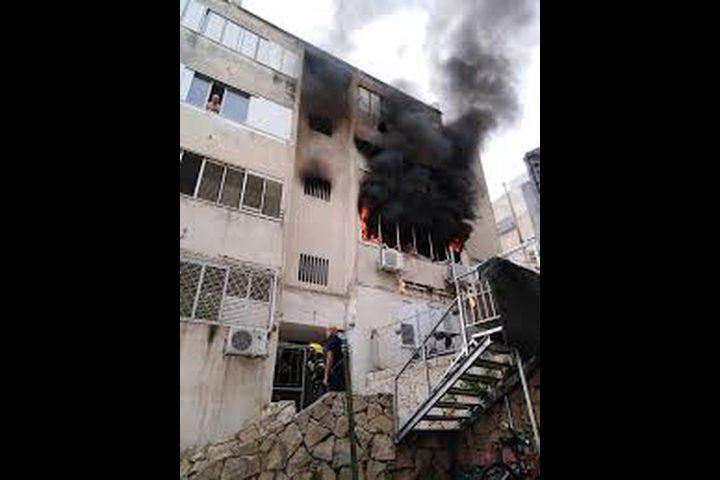 حريق في بناية سكنية بعكا