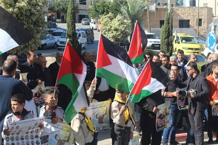 وقفات دعم  للأسير سامي أبو دياك في عدة محافظات