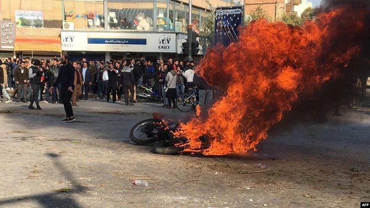 ثلاثة قتلى من عناصر الباسيخ في ايران على يد محتجين