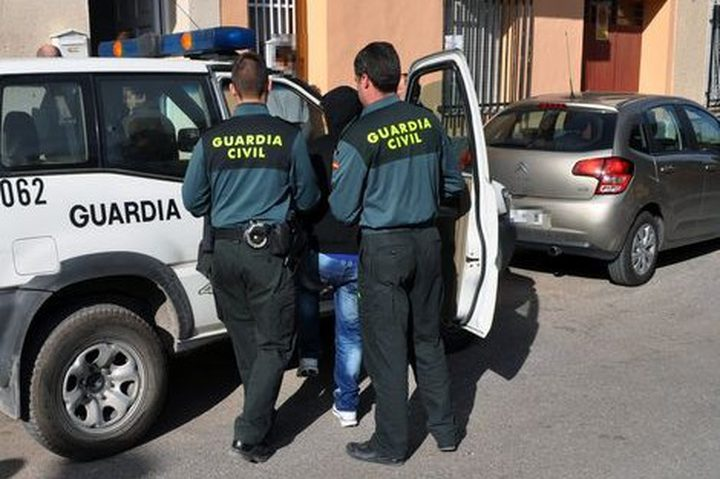 ترحيل مغربي من اسبانيا لمشاركته في مظاهرات برشلونة
