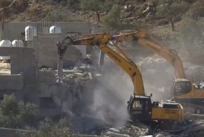 الاحتلال يهدم منزلين في شقبا غرب رام الله