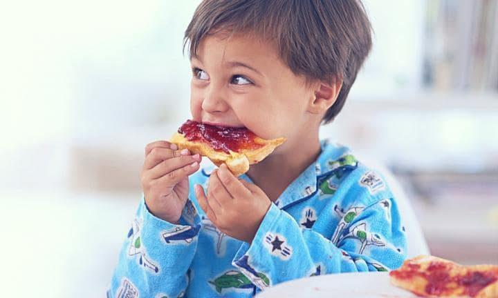 دراسة: الفطور يساعد الأطفال على التفوق في مراحل الدراسة المتقدمة