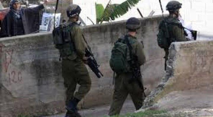 الاحتلال يقتحم منزل مواطن في القدس ويعبث بمحتوياته