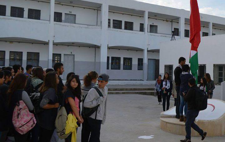 دقيقة صمت وتحية للعلمين في كافة المؤسسات التربوية في تونس
