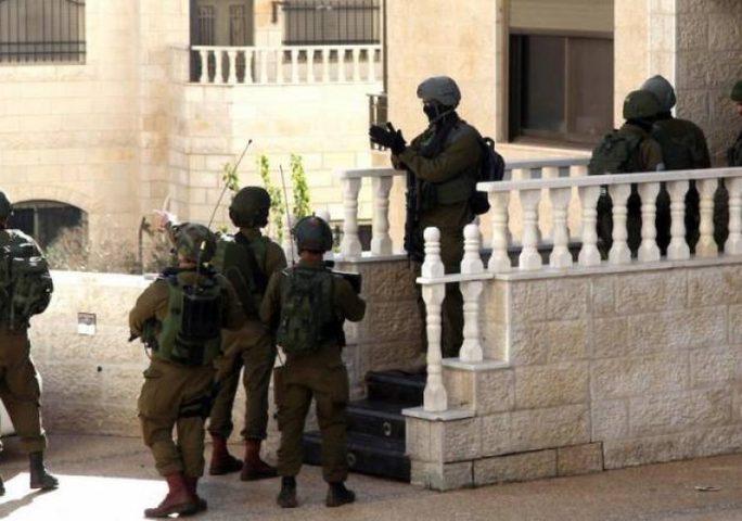 قوات الاحتلال تشن حملة مداهمات واقتحامات