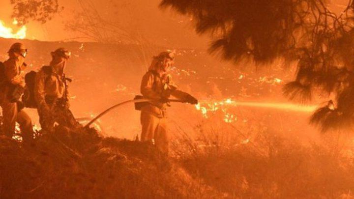 600 رجل اطفاء يحاولون اخماد حريق في كاليفورنيا