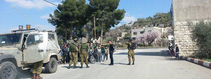 الاحتلال يحتحز طلبة مدرسة اللبن الشرقية