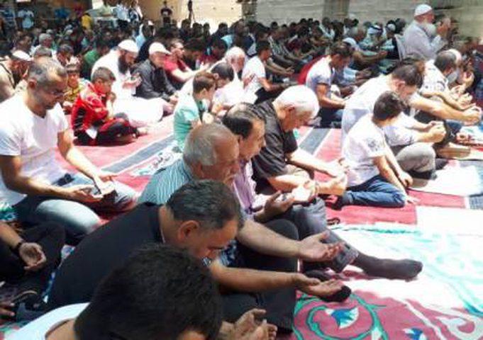 مئات المواطنين يؤدون صلاة الاستسقاء في طوباس
