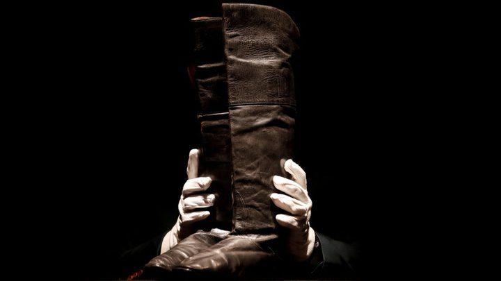 100 ألف دولار ثمن لحذاء قائد تاريخي