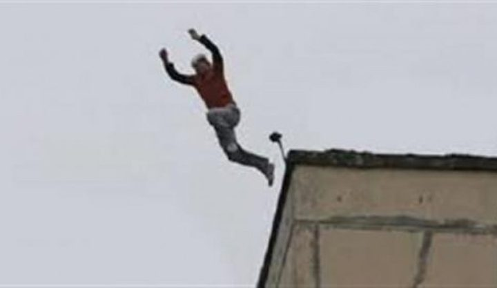 انتحار طالب من أعلى برج في القاهرة