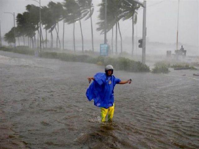 الفلبين: إجلاء الآلاف وإغلاق مطار مع اقتراب الاعصار كاموري
