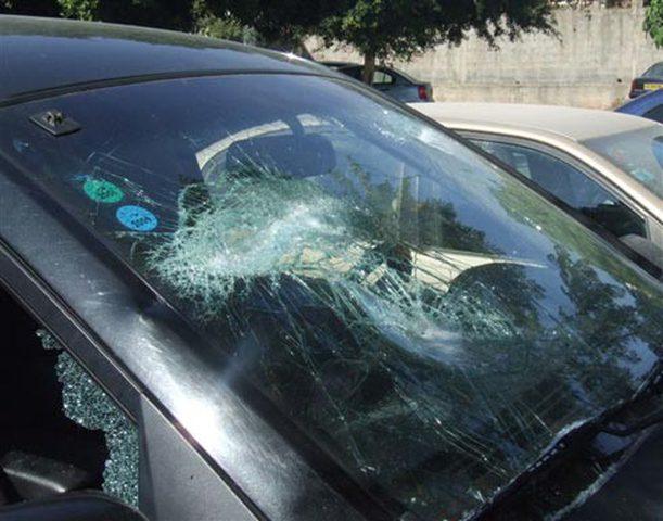 الإعتداء على سيارة أحد موظفي بلدية أم الفحم