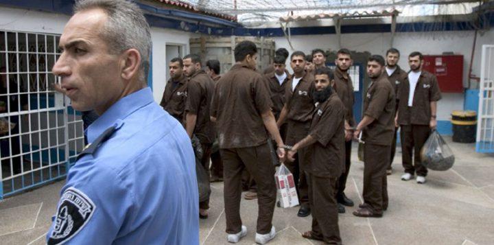 أسرى عسقلان يشرعون غدا بإضراب مفتوح عن الطعام