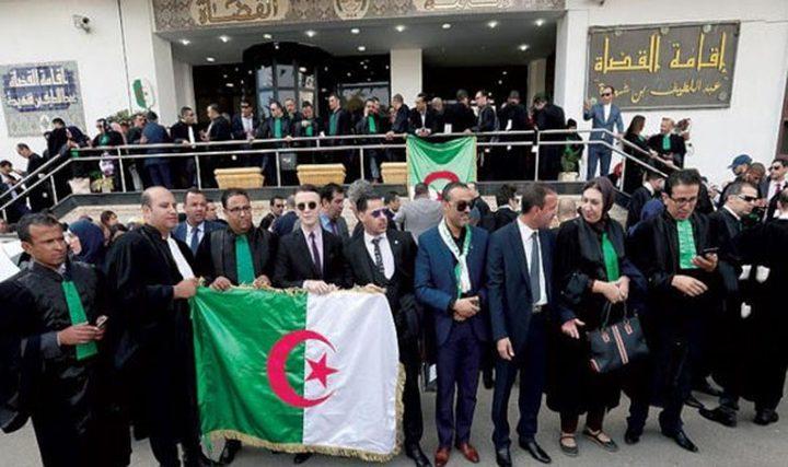 محاكمة علنية لمسؤليين ورجال أعمال جزائريين