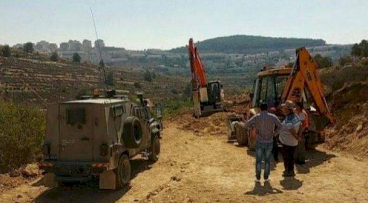 قوات الاحتلال تستولي على مركبة في بلدة السواحرة