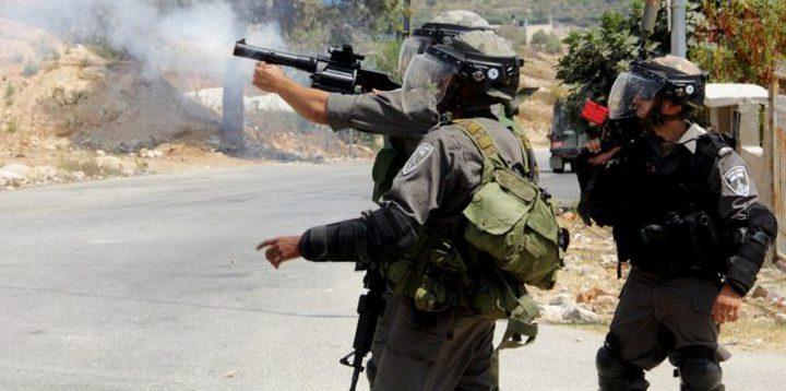 اصابات بالاختناق في بلدة عناتا شرق القدس