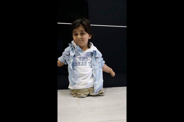 عبد اللطيف...الطفل الطائر الذي أثبت أن الإرداة تصنع المعجزات